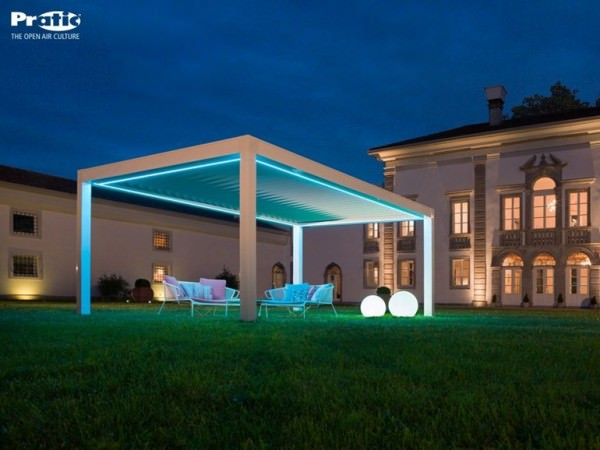 opera-pergola-lights-up
