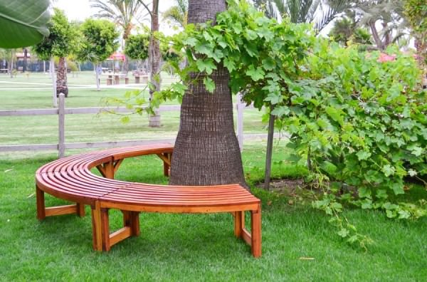 Semicircle-tree-bench-from-Forever-Redwood