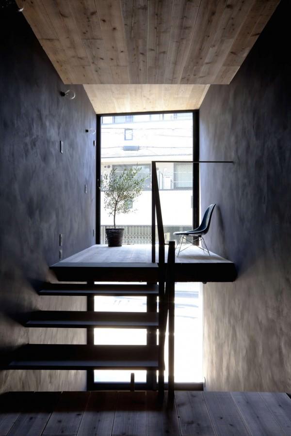 Toshima-long-and-narrow-house-terrace