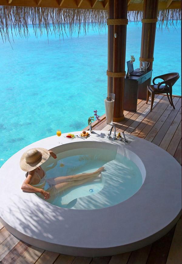 resort-spa-almost-outdoor-bathroom