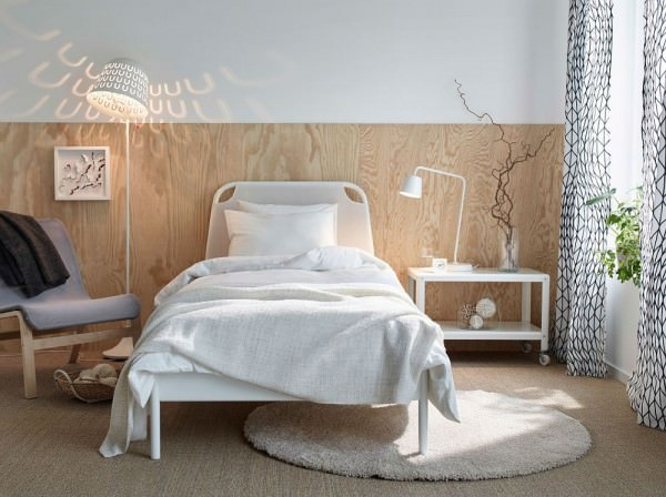 Elegant-wooden-bakdrop-and-TISDAG-floor-lamp-create-a-refined-ambiance-in-this-small-bedroom-setup