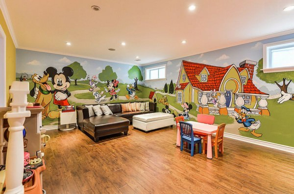 Fabulous-mural-of-Mickey-and-friends-in-the-playroom