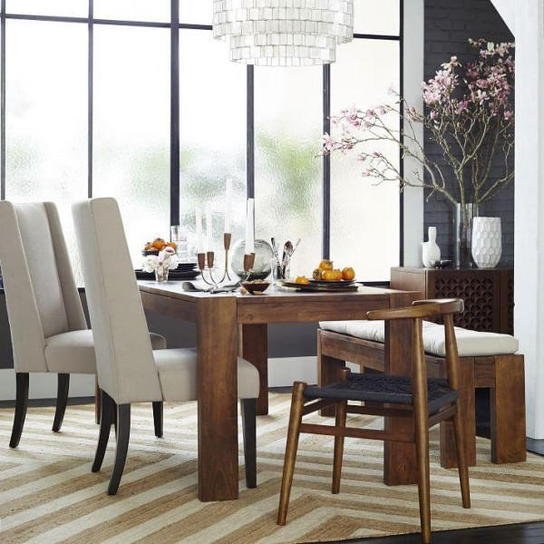 Flowering-branches-add-drama-to-the-dining-room