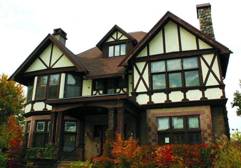 Tudor-England-House-Style