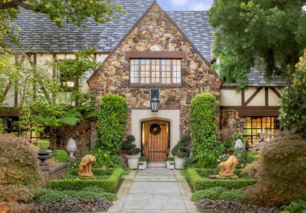 Tudor-house-curb-appeal