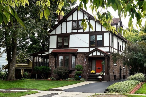 Tudor-revival-style-in-Syracuse