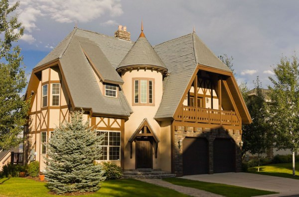 Tudor-style-home-with-Castle-charm