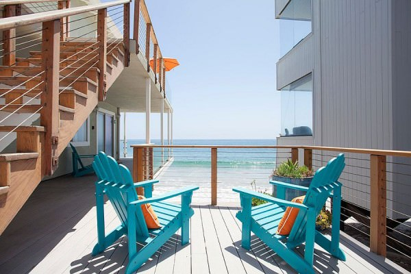 Beach-style-oceanfront-deck-with-pops-of-blue