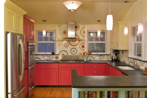 Beautiful-backsplash-with-different-colored-mosaic-circles