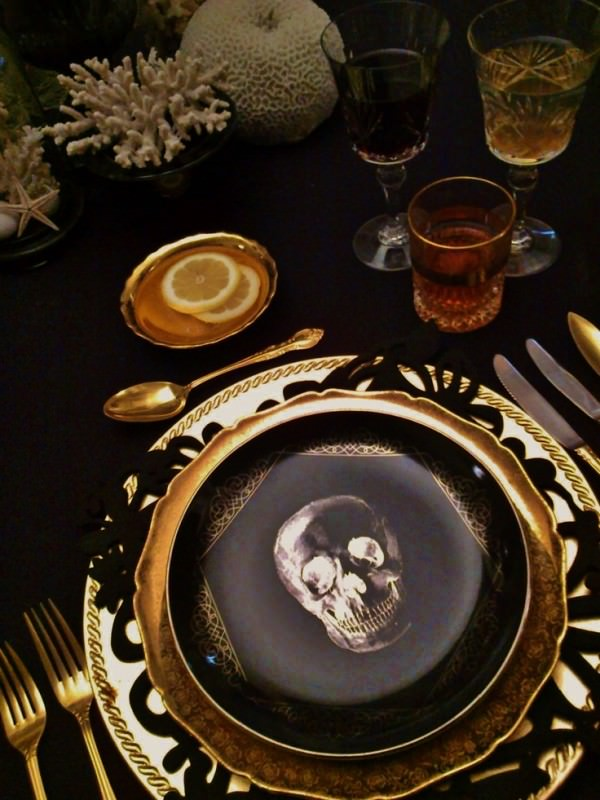 Black-and-gold-plates-with-skulls-on-the-make-for-a-perfectly-scary-Halloween-dinner-party