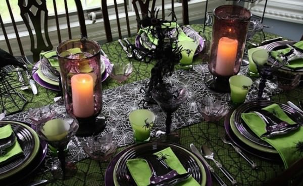 Black-and-green-Halloween-dinner-setting-with-spiderwebs