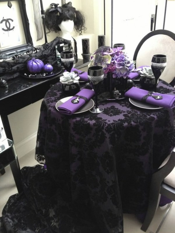 Black-and-purple-Halloween-table-setting