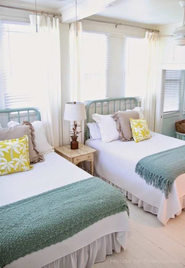 Bright-and-beach-themed-twin-beds-in-a-guest-room