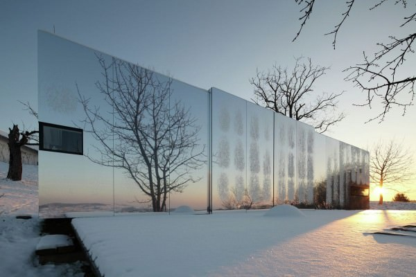 Casa-Invisible-concept-facade-reflects-landscape