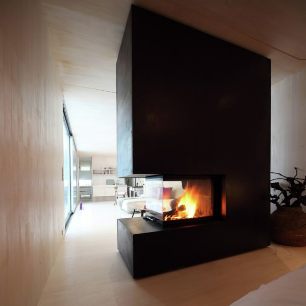 Casa-Invisible-concept-two-sided-fireplace