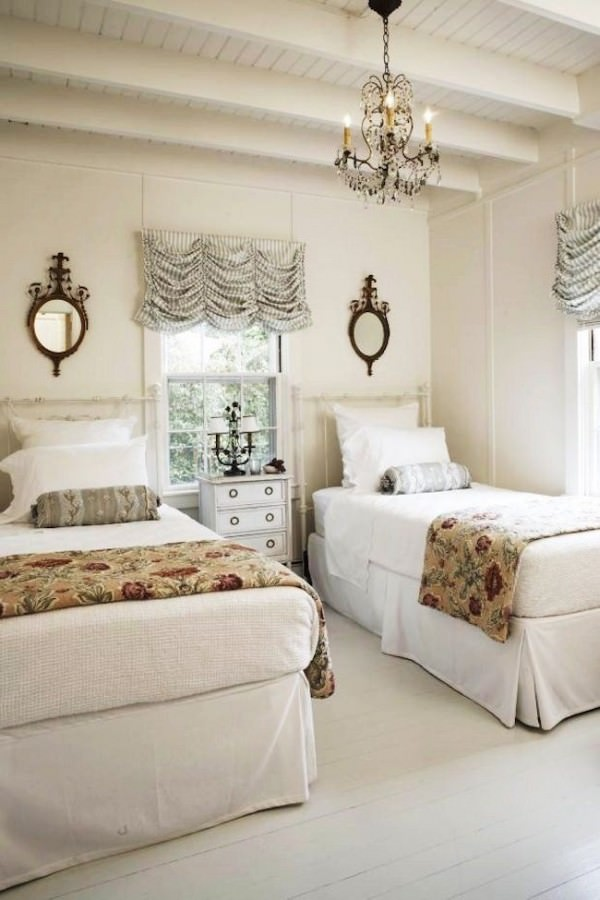Clean-and-elegant-twin-beds-paired-with-beautiful-chandelier