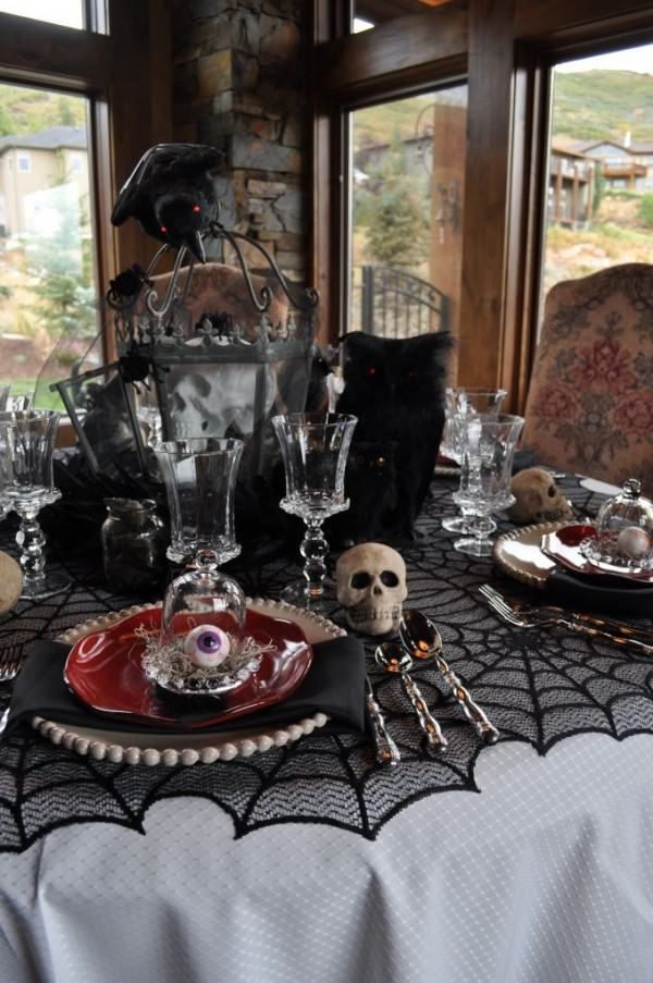 Creepy-Halloween-setting-with-skulls-and-eyeballs