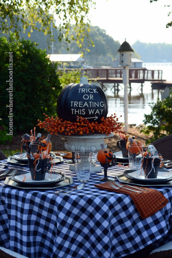 Cute-outdoor-Halloween-table-setting-with-black-pumpkin-centerpiece