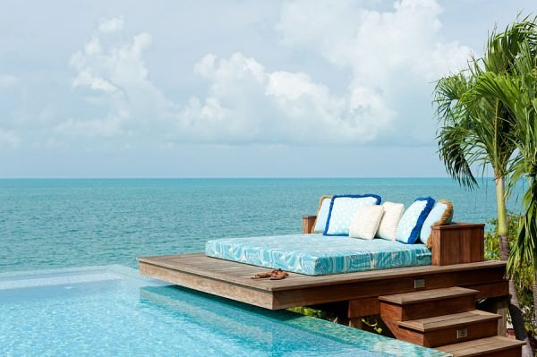 Dream-deck-next-to-the-pool-and-ocean-blends-tropical-flavor-with-beach-style