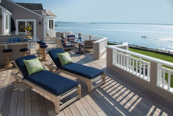 Extensive-and-luxurious-oceanfront-deck-design