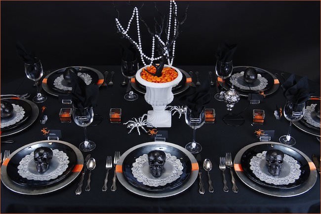 Ghoulish-glam-Halloween-table-setting-with-black-skulls