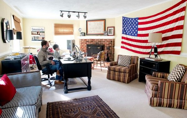 Giant-flag-is-an-eay-way-to-add-color-to-your-home-office