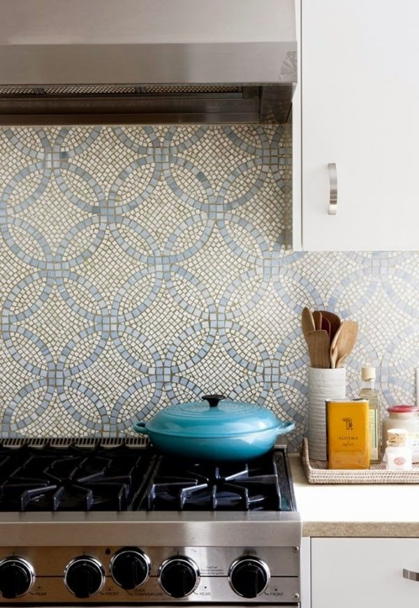 Gorgeous-backplash-mosaic-with-blue-overlapping-circles