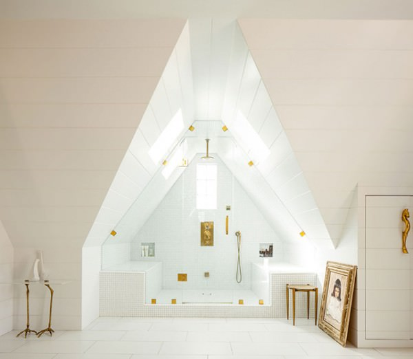 Huge-shower-that-takes-advantage-of-attic-architecture