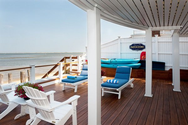 Modern-wooden-deck-overlooking-the-ocean