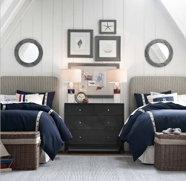 Nautical-themed-guest-room-with-twin-beds