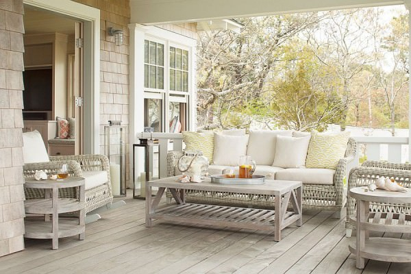 Relaxed-and-light-clor-scheme-for-the-outdoor-living-zone