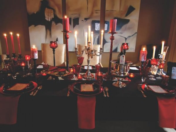Vampire-themed-black-and-red-table-setting