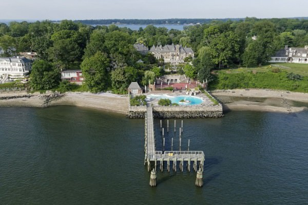 a-private-pier-in-the-back-juts-out-into-the-long-island-sound-and-can-accommodate-a-yacht-up-to-200-feet-long