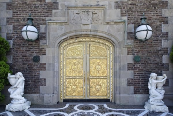 gold-doors-welcome-you-into-the-main-residence