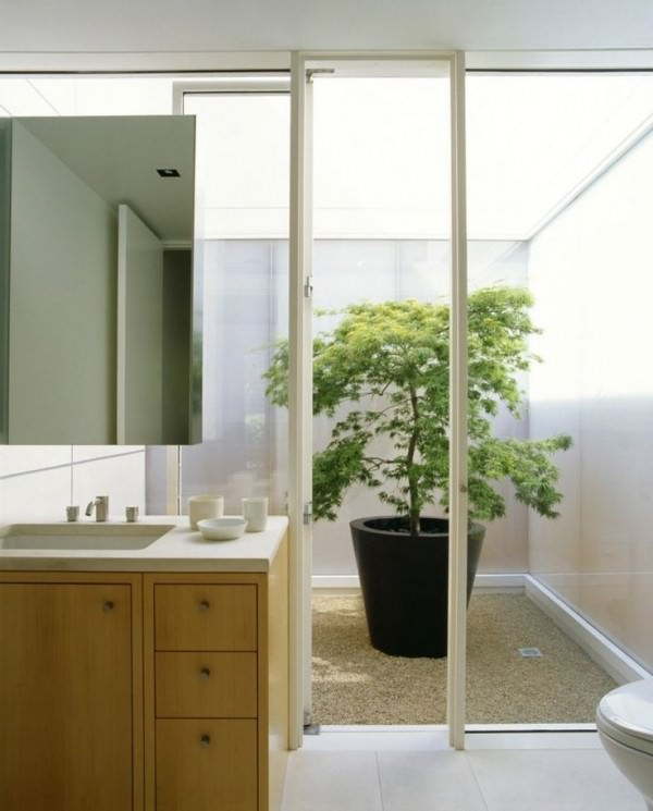 Bathroom-with-walkout-to-a-bright-courtyard