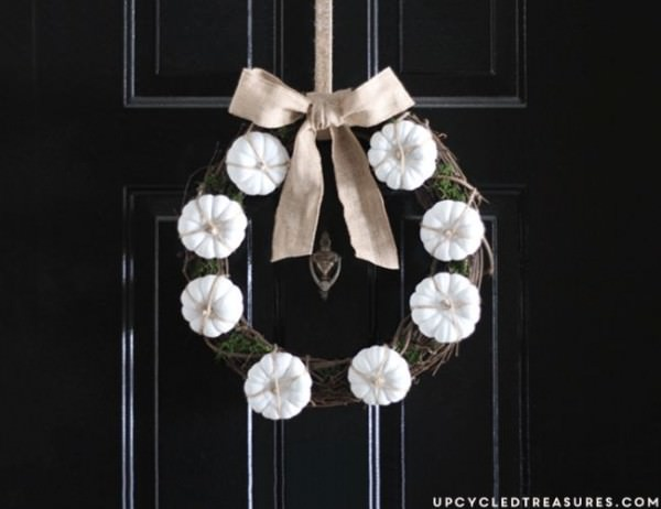Decorate-a-grapevine-wreath-with-miniature-pumpkins