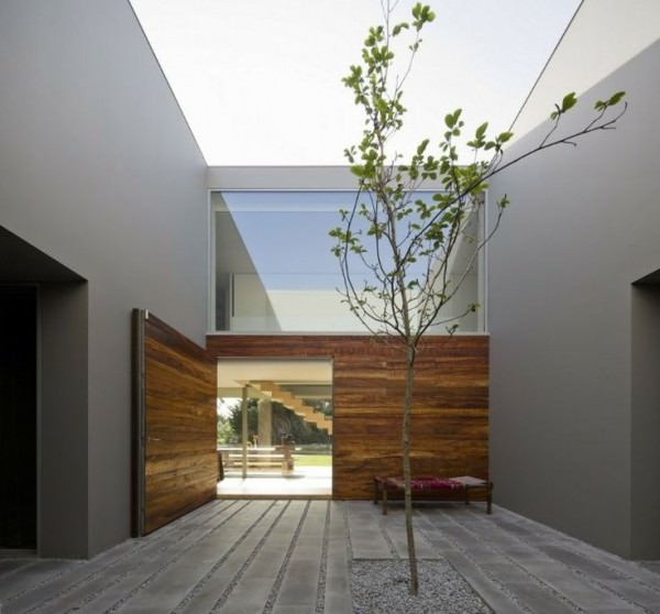 Square-courtyard-with-a-tree-in-a-Portuguese-building