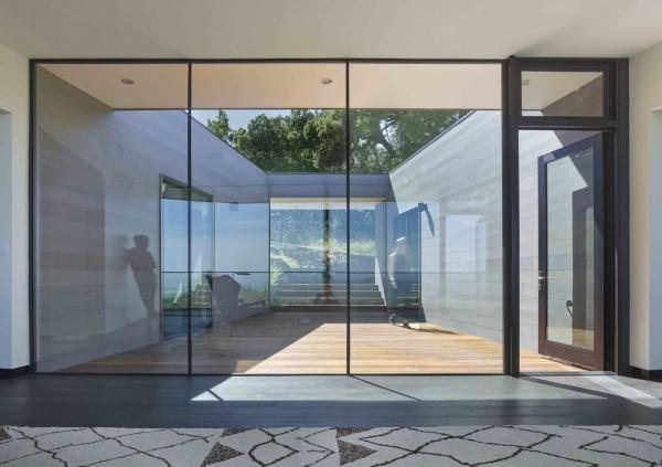 casa cu pereti de sticla 12