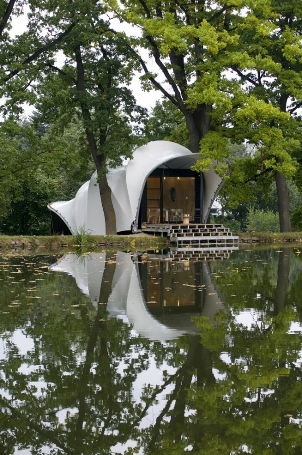 casa minimalista pe malul lacului 6