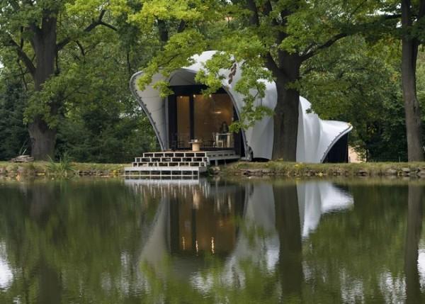 casa minimalista pe malul lacului
