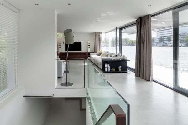 casa plutitoare 10