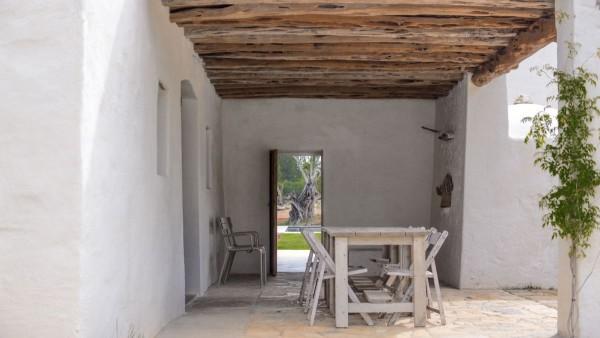 casa veche de 300 de ani 7