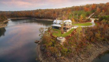 casa de vacanta pe malul lacului