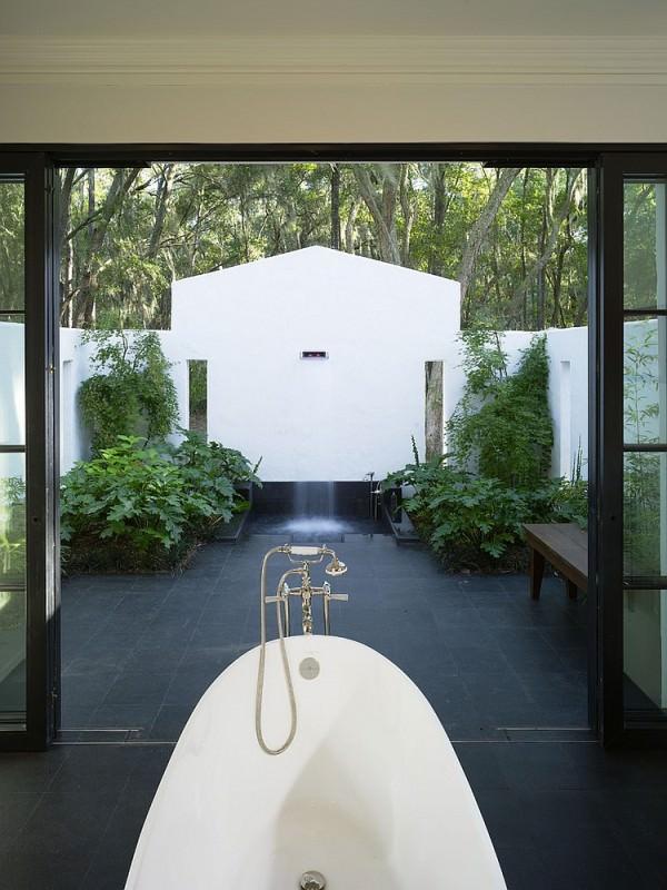 Amazing-indoor-outdoor-bathroom-with-shower-and-bathtub