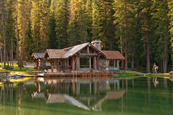 Amazing-waterside-cabin-retreat-in-Montana-offers-a-picture-perfect-getaway
