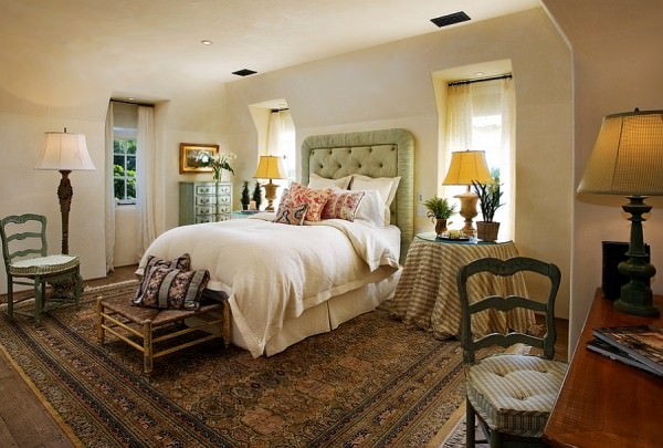 Chic-rug-adds-to-the-Mediterranean-style-of-the-bedroom