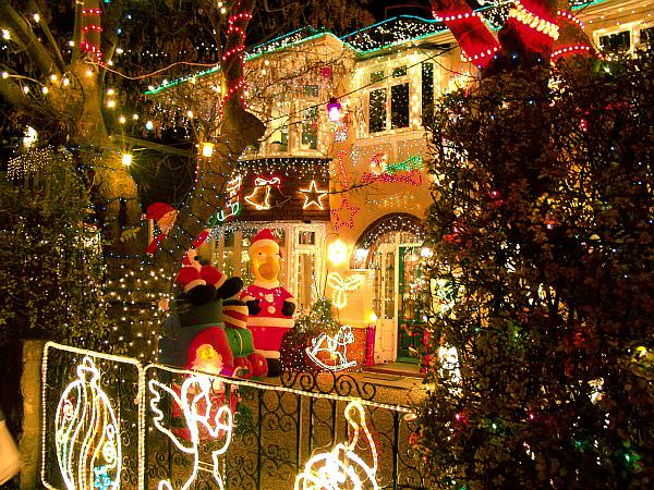 Christmas-Lights-Outdoor-1