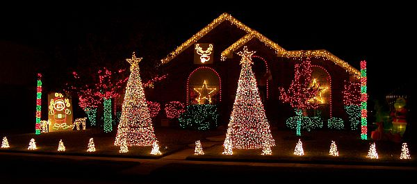 Christmas-Lights-Outdoor-3