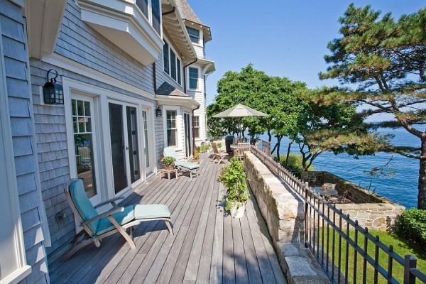 Cliffside-home-with-a-lovely-expansive-porch