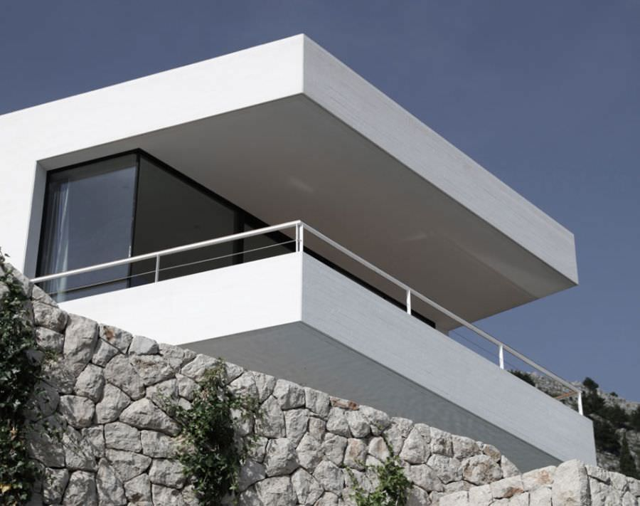 Concrete-top-levels-of-House-U